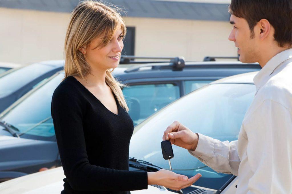 Можно управлять автомобилем человеку не записанного в страховкк